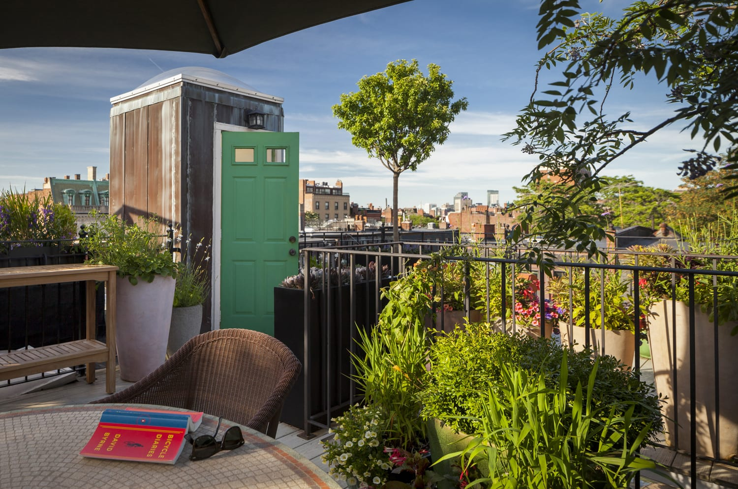 Rooftop escape for readers